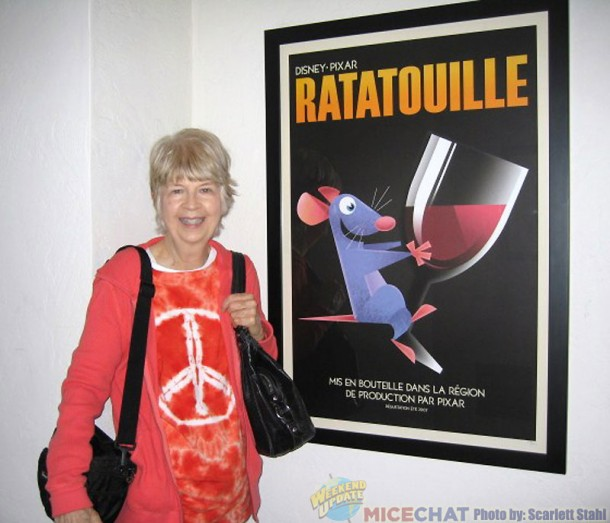 Maggie in front of the poster of Ratatouille.