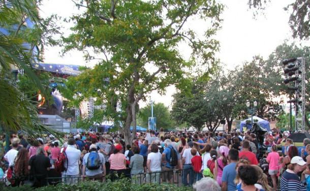 Big crowds, few good spots.