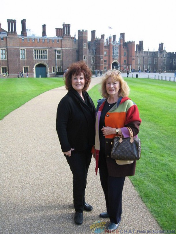 Linda and Scarlett at Hampton Court 3102 Hampton Court