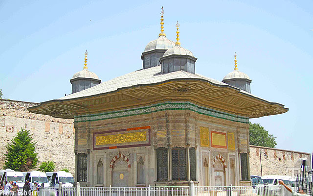 The Topkapi Museum is classic Islamic culture