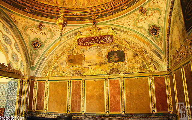 Topkapi meeting rooms feature gold decorations