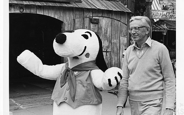 Charles-Schulz-and-Snoopy-at-Knotts-Berry-Farm