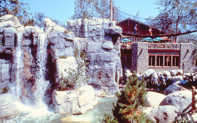 Waterfalls-and-Grizzly-Creek-Lodge
