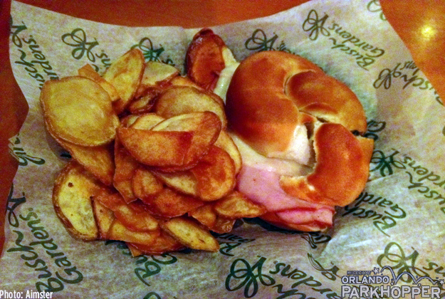 Tried the ham & cheese pretzel sandwich from Twisted Tails Pretzels for lunch, which comes with homemade potato chips. Delicious!