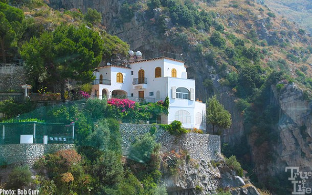 Hundreds of villas cling to the cliffs of Amalfi with sea panoramas.