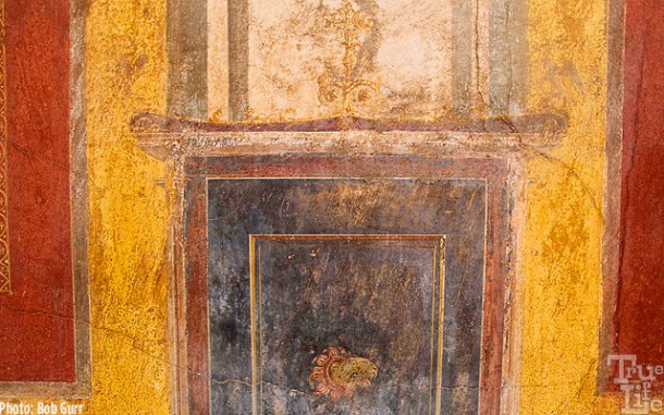 These homes had very artful fresco wall paintings.