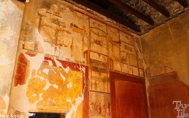 A particularly well preserved original wall with highly detailed frescos.