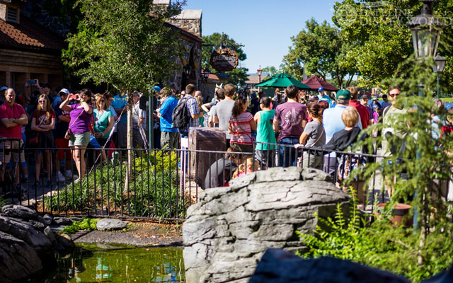 Big crowds waiting for Maelstrom to open for the last time.