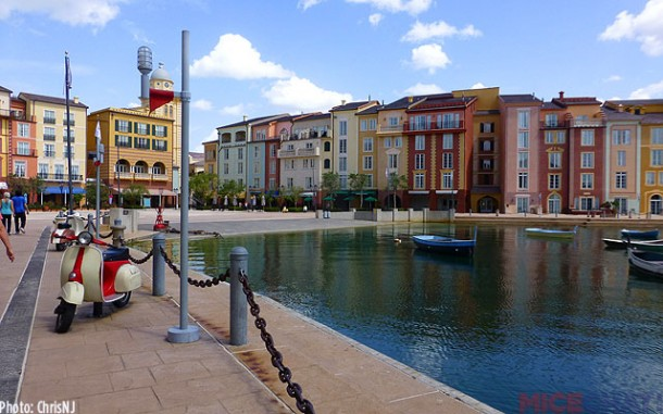 The beautiful harbor is the center home of restaurants and the ferry to CityWalk