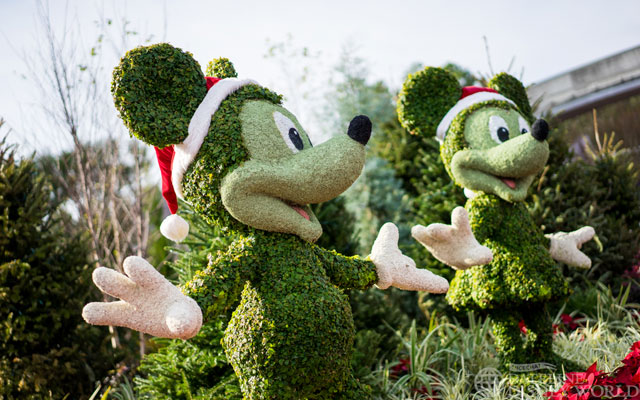 Character topiaries are at the entrance to the park as always.