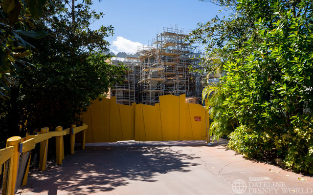 The construction of the new King Kong attraction near Jurassic Park is moving along, with more steel and more rock work being installed.