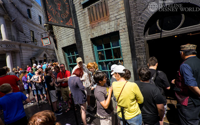 Big crowds meant an outdoor queue for the Diagon Ollivander's, which is quite rare.