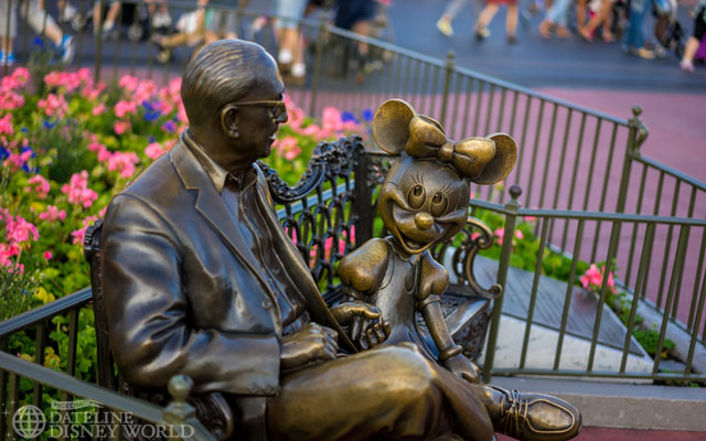Roy and Minnie are back in the center of Town Square.