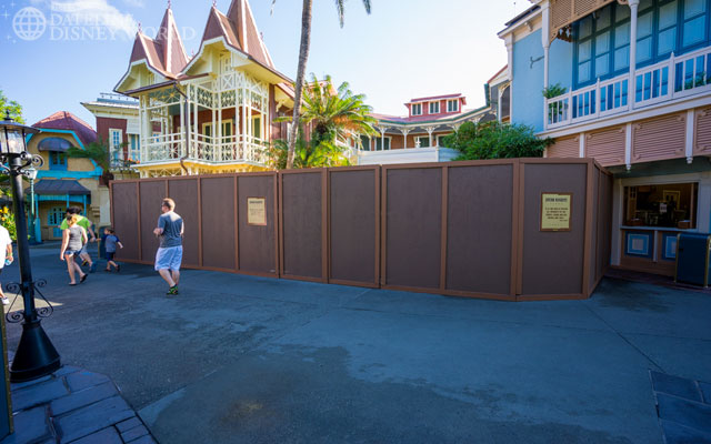 More walls in Adventureland, probably linked to the new restaurant.