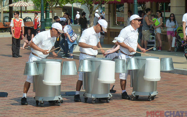 a threesome playing trash cans similar to the group at Epcot. We hear tell about a unique ragtime piano-cum-bicycle that makes the rounds as well.