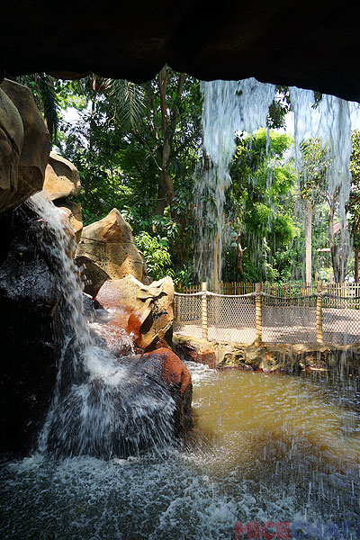 To the right as you enter Adventureland is a water grotto, another feng shui feature, and refreshing on a hot day.