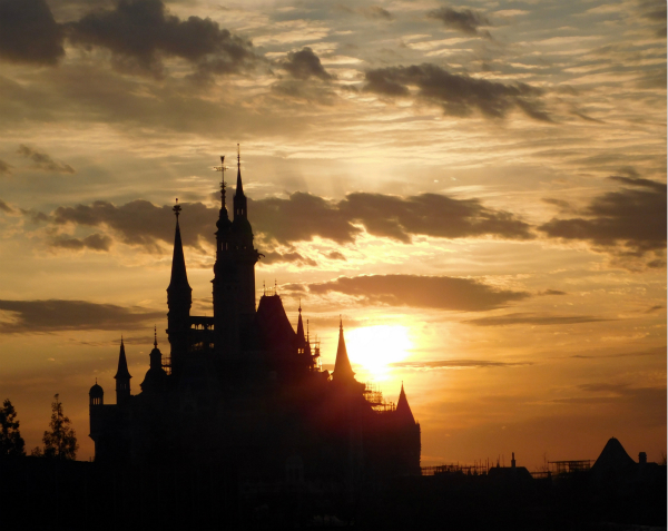 Sunset-over-Enchanted-Storybook-Castle-600