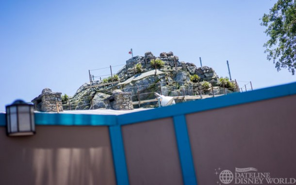 Quite a bit of progress on the new Frozen meet and greet area in between Mexico and Norway.