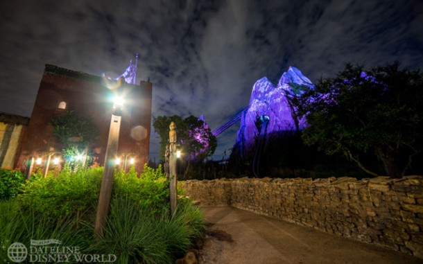 Love the lighting on Everest.