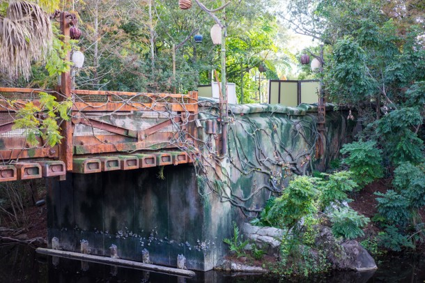 If you walk over to the Nomad Lounge, you can get a first glimpse of some of the transition theme from Discovery Island to Pandora.