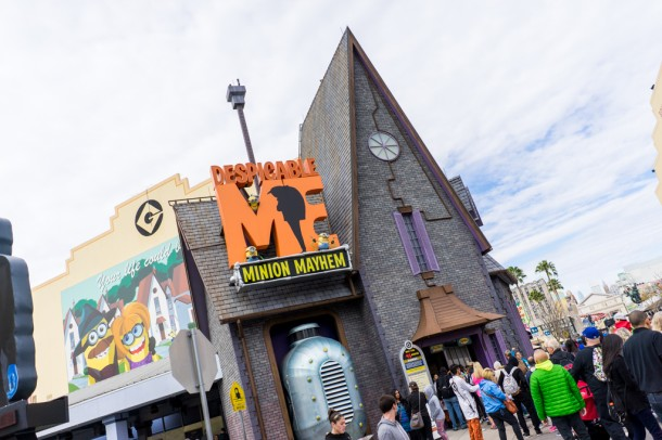 Despicable Me is testing a Fastpass like return ticket system.